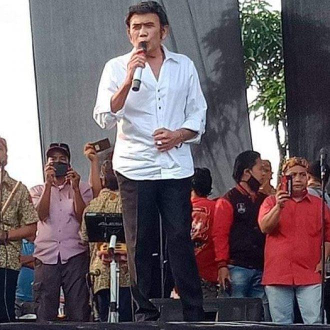 """Bung Haji Rhoma Irama Menyanyi Undang Keramaian di Bogor Dipersoalkan. """"TERLALUH!?"""