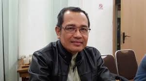 MATAHARI MEMANG BERSINAR DARI SEBELAH TIMUR
