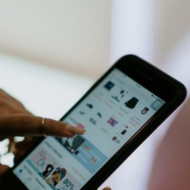Cerita Penjual Kopi Jalan Berkilo- kilo Demi Sinyal serta Antar Pesanan Online