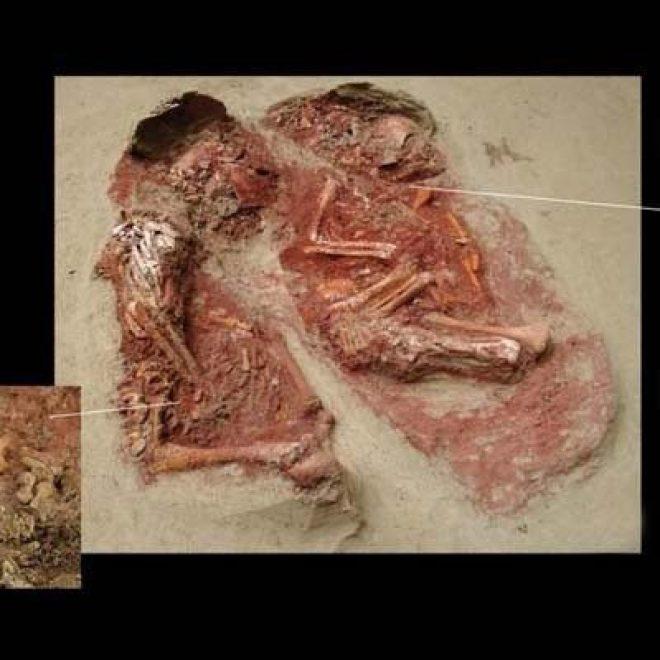 Ditemui Makam Balita Kembar Tertua di Dunia
