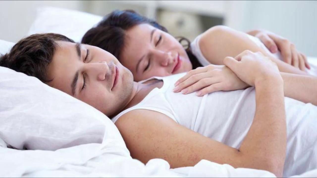 Ini Khasiat Tidur Berpelukan dengan Suami
