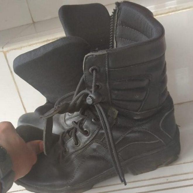 Ini dia! Sepatu yang Diperkarakan Petugas Damkar Depok 'Pembongkar Korupsi'